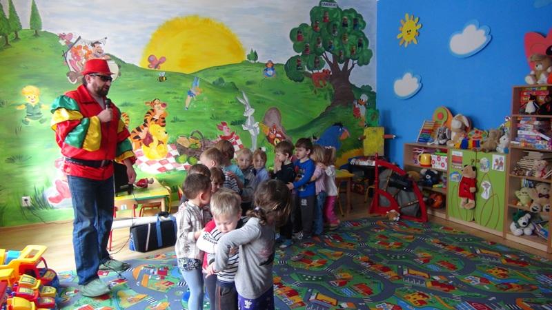 zabawa z wodzirejem w przedszkolu